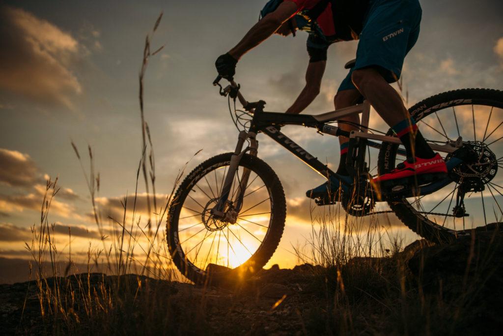 Kerékpár, kormányozás, kanyar