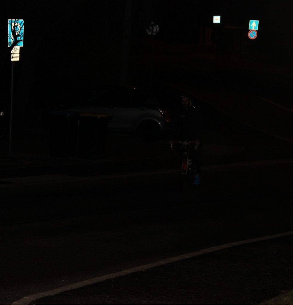 Sötétben, világítás nélkül balesetveszélyes kerékpározni!